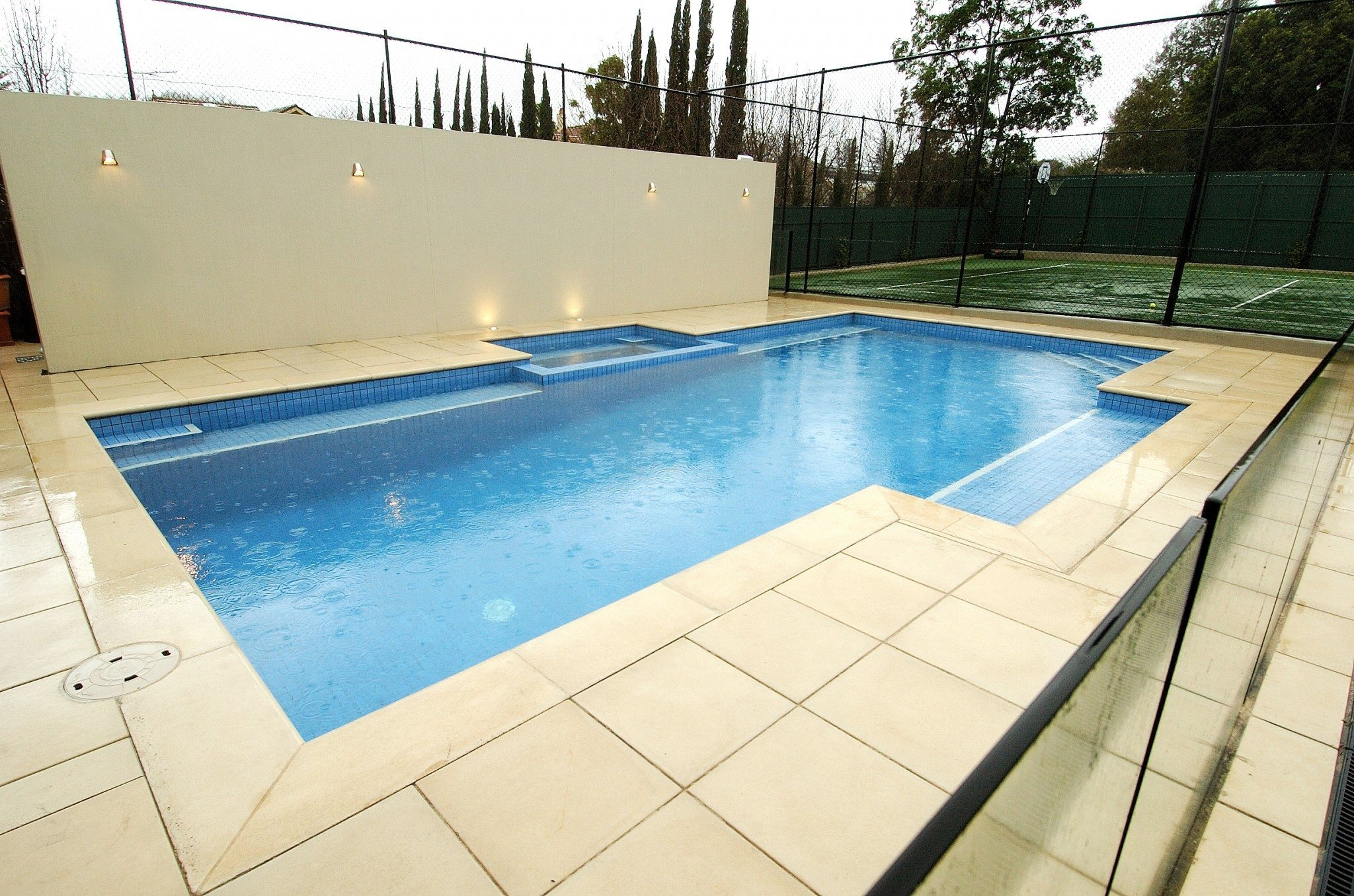 Large Tiled Pool and Jacuzzi